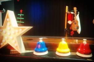 """Prêt à jouer le spectacle """"Les 7 Devinettes de Noël"""" pour le centre de loisirs de Grenade"""